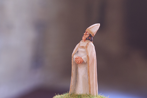figurine villageois eveque